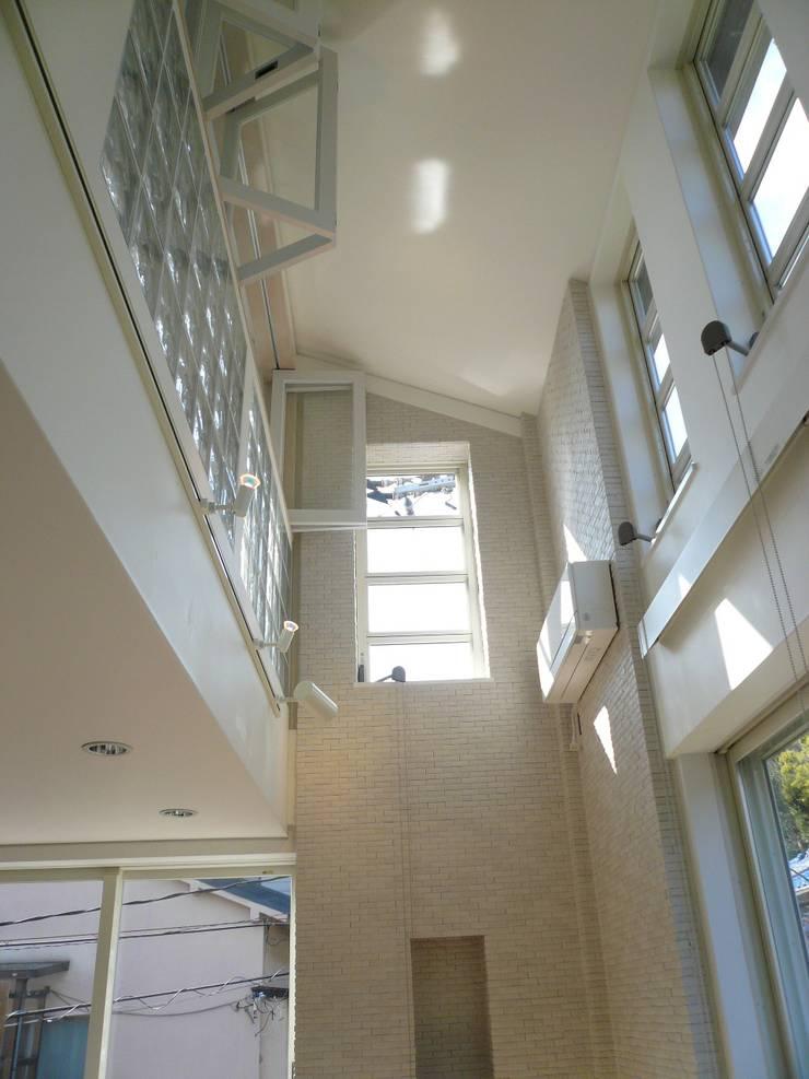 伏見の家: 西川真悟建築設計が手掛けた窓です。
