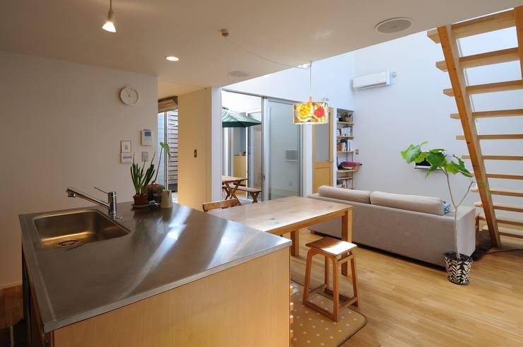 deco-boco: 岡村泰之建築設計事務所が手掛けたダイニングです。