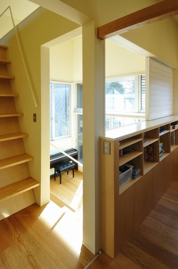 in the park: 岡村泰之建築設計事務所が手掛けた子供部屋です。,モダン