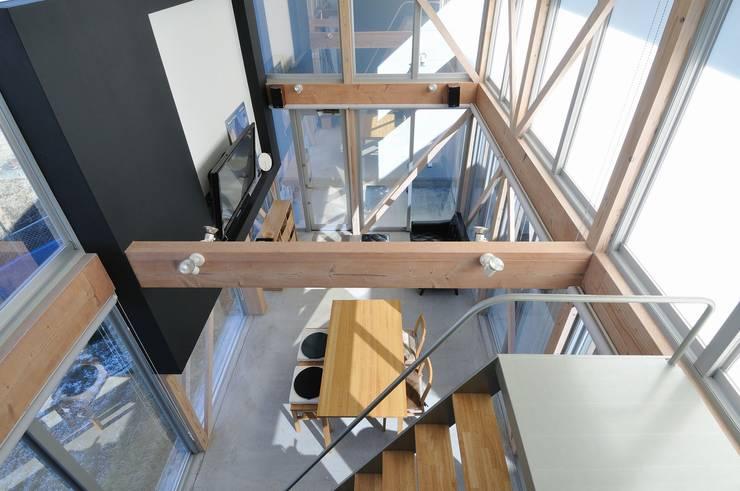 archi-scape: 岡村泰之建築設計事務所が手掛けたリビングです。