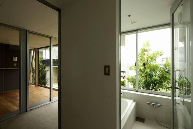 archi-scape: 岡村泰之建築設計事務所が手掛けた浴室です。