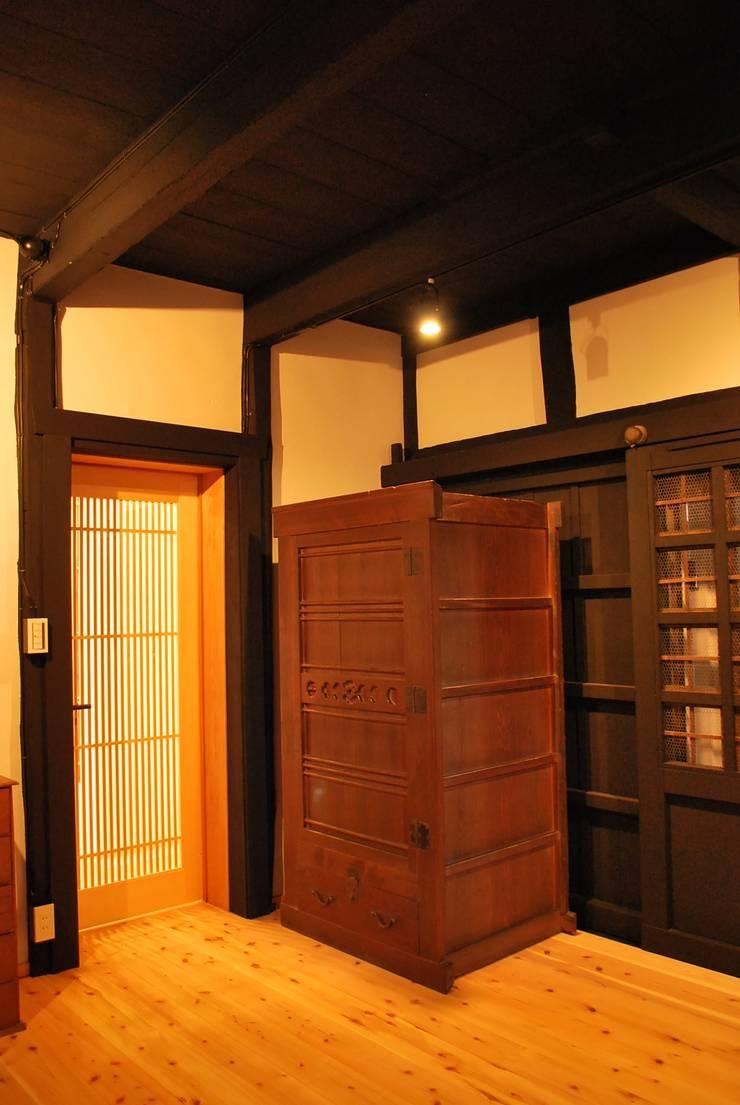 長等の蔵Renovation: 西川真悟建築設計が手掛けた和室です。