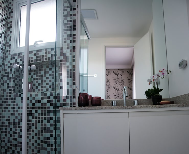 Banheiro do casal: Banheiros  por Nataly Aguiar Interiores