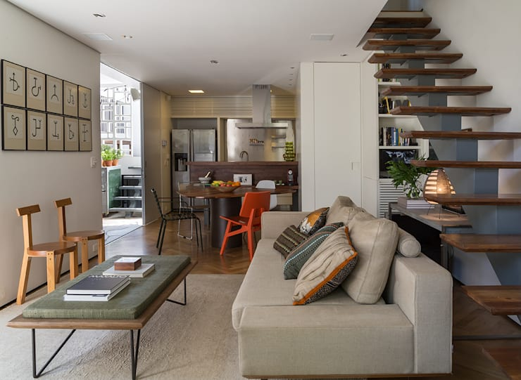 Residencia da Esquina: Salas de estar tropicais por SALA2 arquitetura e design