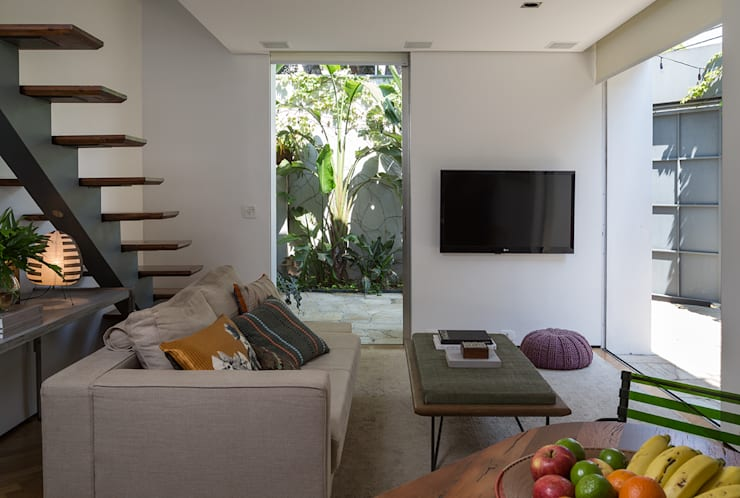 Residencia da Esquina: Salas de estar  por SALA2 arquitetura e design