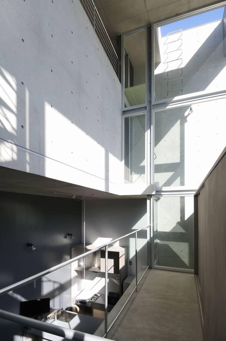 light-phase: 岡村泰之建築設計事務所が手掛けた和室です。