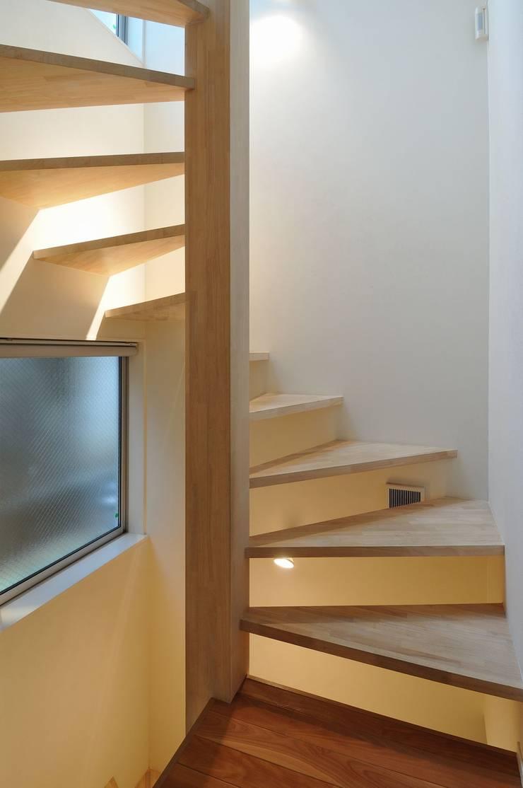 en: 岡村泰之建築設計事務所が手掛けた廊下 & 玄関です。