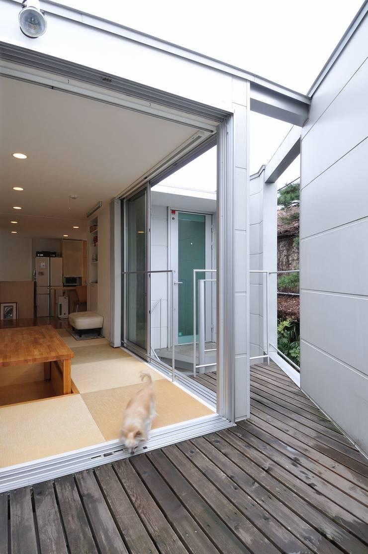 en: 岡村泰之建築設計事務所が手掛けたテラス・ベランダです。