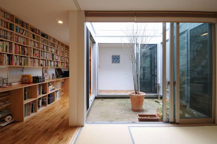 logi-c: 岡村泰之建築設計事務所が手掛けた和室です。,モダン