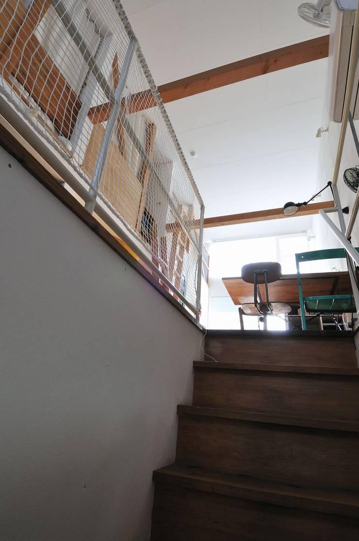 good-shelf: 岡村泰之建築設計事務所が手掛けた廊下 & 玄関です。