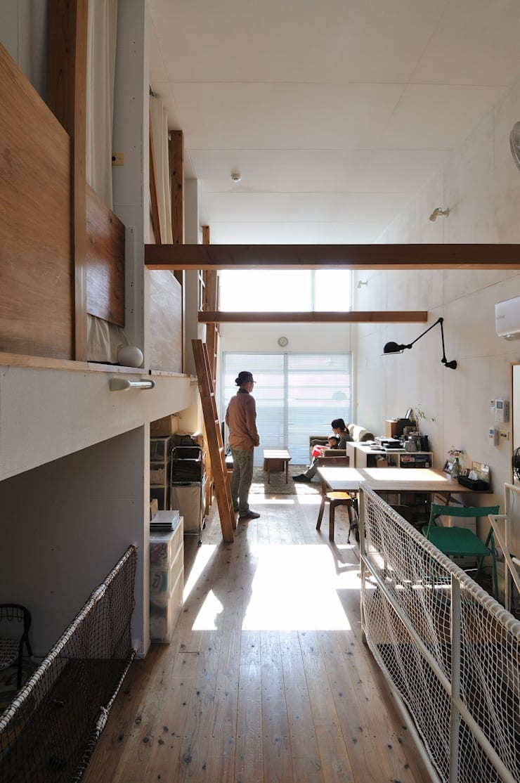good-shelf: 岡村泰之建築設計事務所が手掛けたリビングです。
