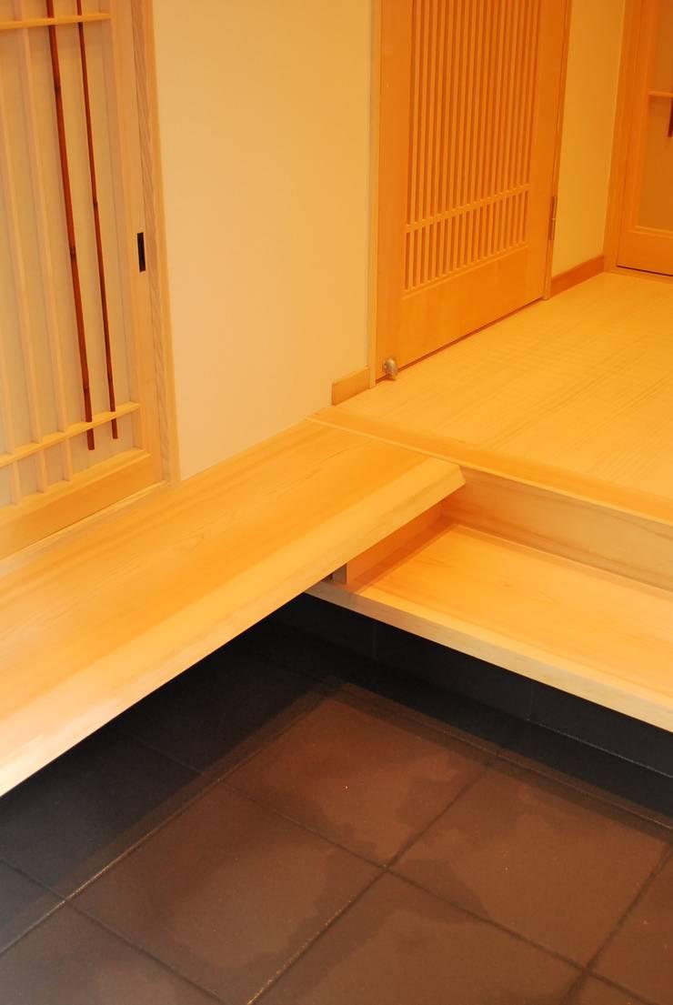 長等の家 : 西川真悟建築設計が手掛けた廊下 & 玄関です。