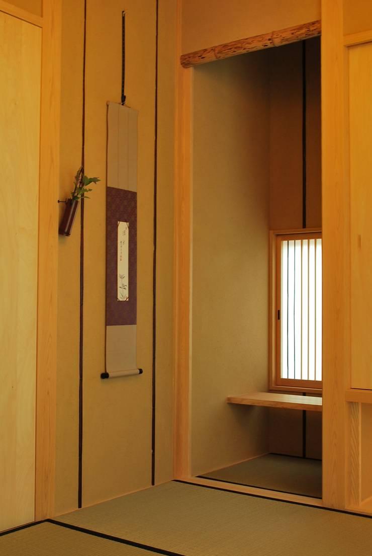 高城の家: 西川真悟建築設計が手掛けた和室です。