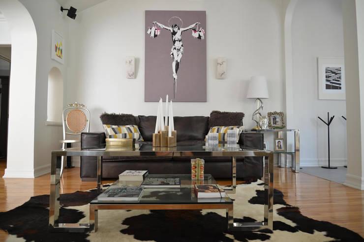 Rejuvenation Project, Los Angeles CA 2014: Salas de estilo  por Erika Winters® Design