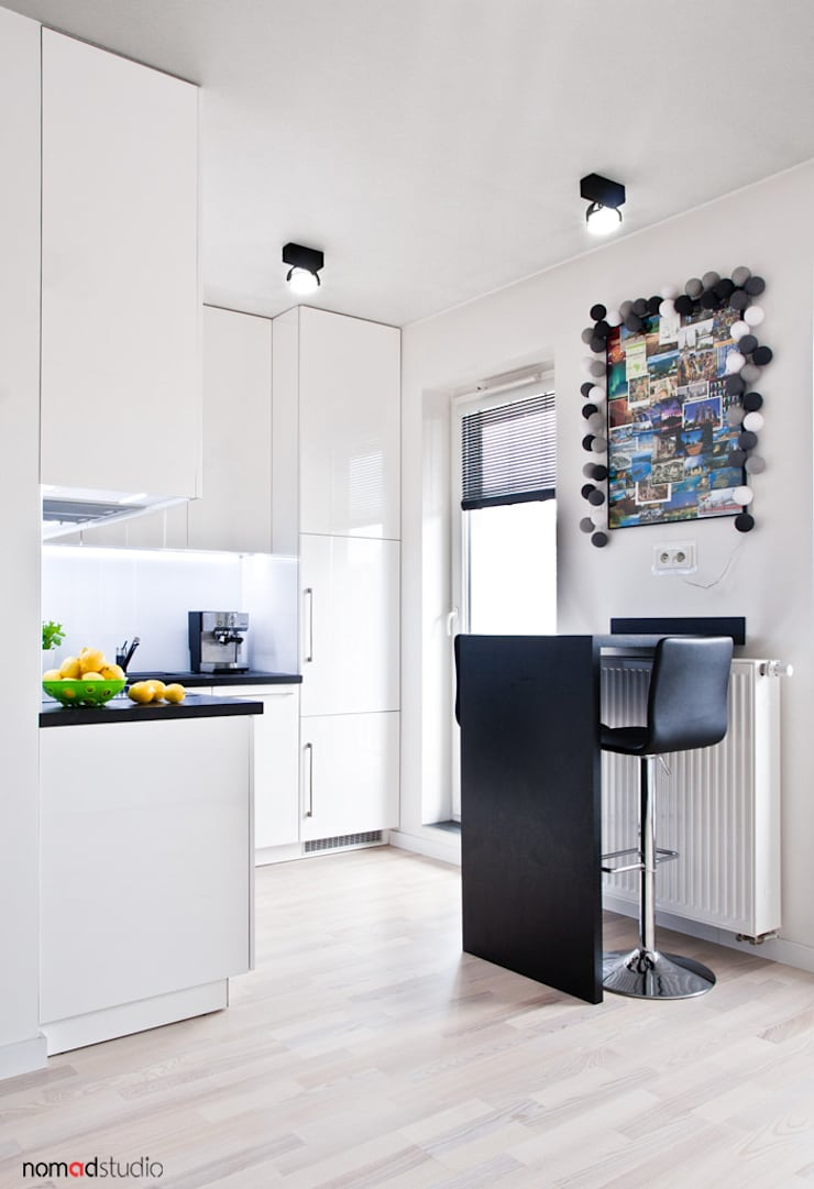 czarno - biała kawalerka: styl , w kategorii Jadalnia zaprojektowany przez nomad studio,