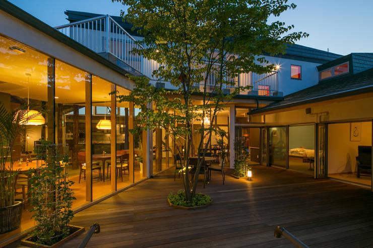 Jardins  por 有限会社加々美明建築設計室