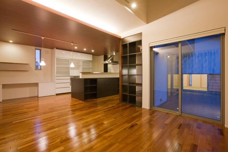 家族の気配が感じられる家: エヌスペースデザイン室が手掛けたダイニングです。