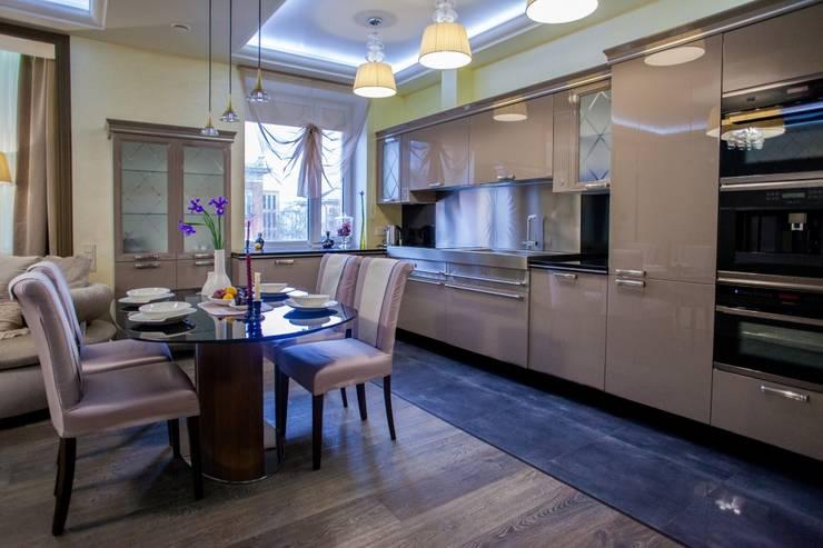 квартира в центре города: Кухни в . Автор – Center of interior design