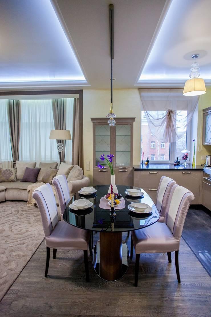 квартира в центре города: Столовые комнаты в . Автор – Center of interior design