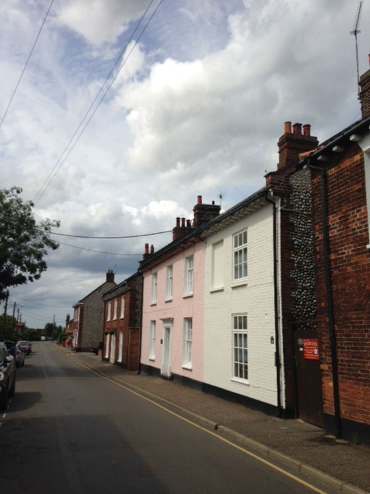 New Street, Holt, North Norfolk: country Houses by Green Street Property Development Limited