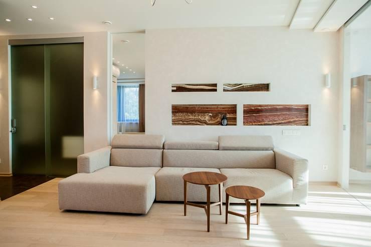 Демонстрационная квартира жилого комплекса AQUAMARINE: Гостиная в . Автор – Center of interior design