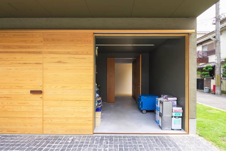 Y-House: タカヤマ建築事務所が手掛けたガレージです。