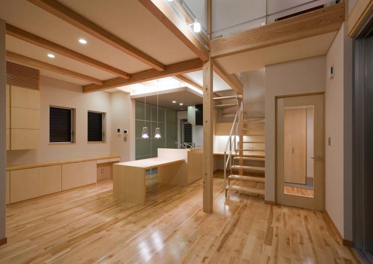 つながった空間に暮らす家: エヌスペースデザイン室が手掛けたダイニングです。