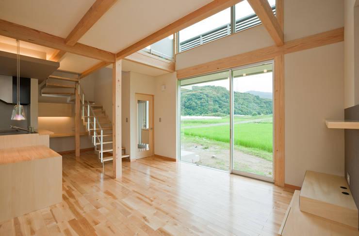 つながった空間に暮らす家: エヌスペースデザイン室が手掛けたリビングです。