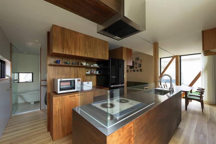 Y-House: タカヤマ建築事務所が手掛けたキッチンです。