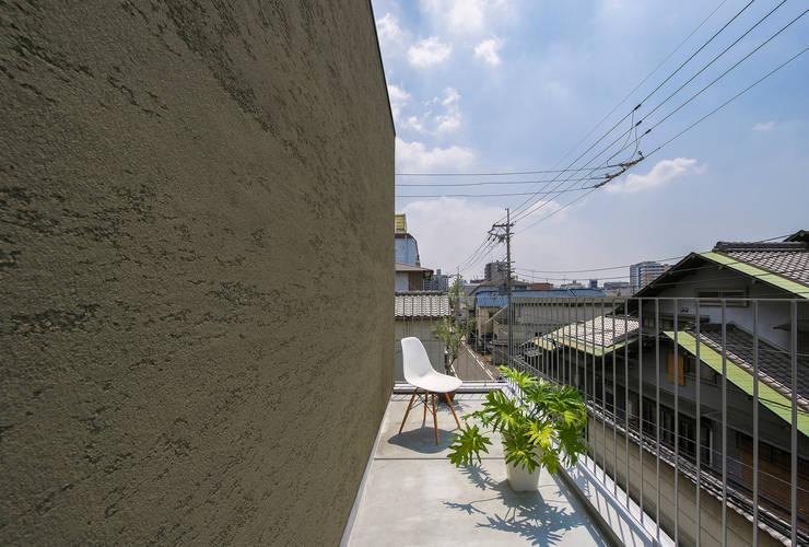Y-House: タカヤマ建築事務所が手掛けたテラス・ベランダです。
