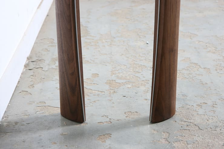 wedge sidetable: JEONG JAE WON Furniture 정재원 가구의  거실