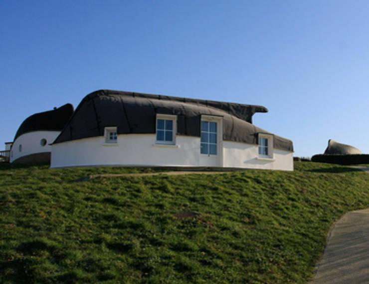 LES QUILLES EN L'AIR: Terrasse de style  par ARIETUR