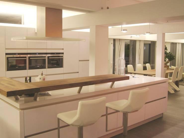 Moderne keukens van Bolz Licht und Wohnen 1946 Modern