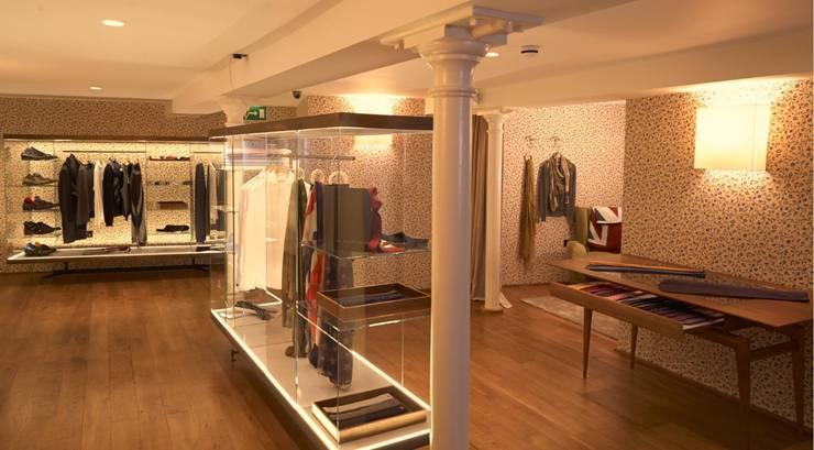 Ristorante Salotto & Roda – Londra: Negozi & Locali commerciali in stile  di Archifacturing,