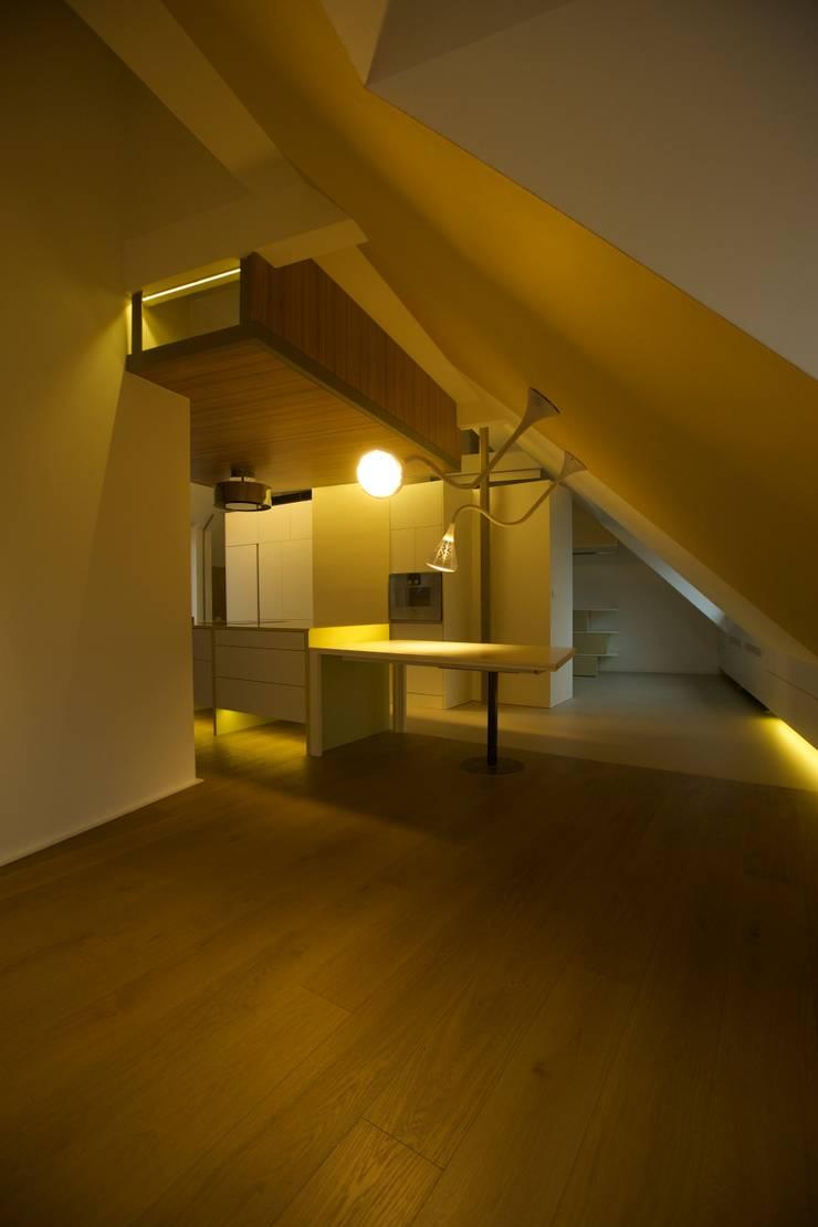 Ruang Makan oleh 3rdskin architecture gmbh, Eklektik