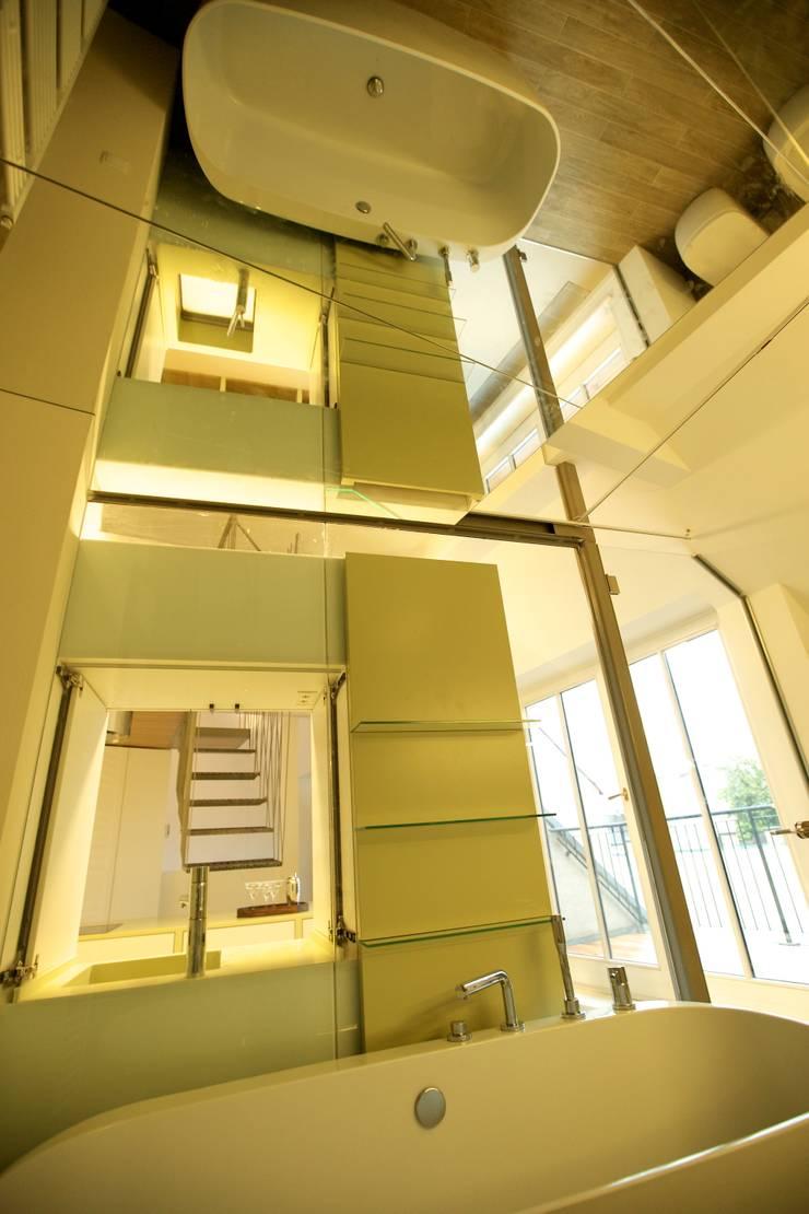 Kamar Mandi oleh 3rdskin architecture gmbh, Eklektik