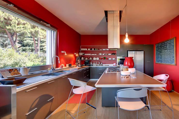 Cocinas de estilo  por studio di architettura via bava 36