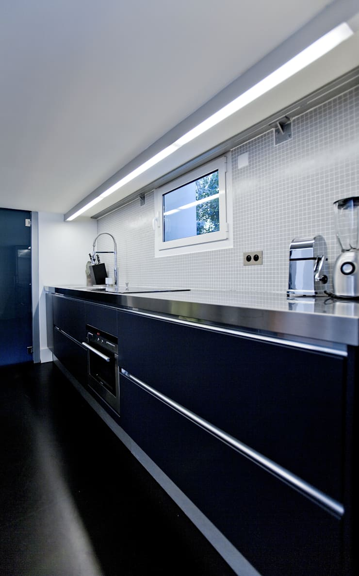 Studio 30 m2 Nice: Cuisine de style  par ND ARCHITECTURE D'INTERIEUR