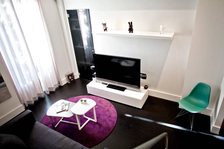 Studio 30 m2 Nice: Salon de style  par ND ARCHITECTURE D'INTERIEUR
