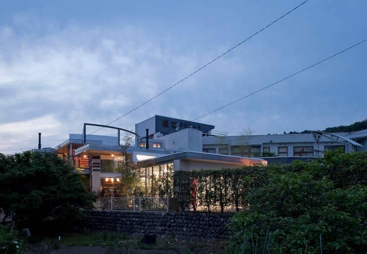 Casas de estilo  por 有限会社加々美明建築設計室, Ecléctico