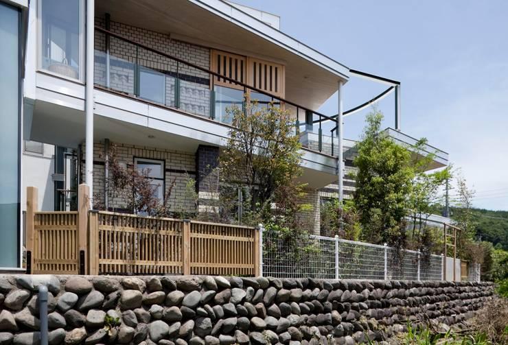 Houses by 有限会社加々美明建築設計室, Eclectic