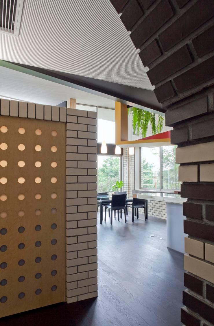 Wine cellar by 有限会社加々美明建築設計室, Eclectic