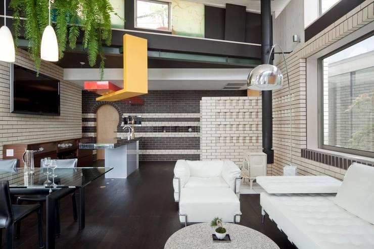 Salas / recibidores de estilo  por 有限会社加々美明建築設計室, Ecléctico