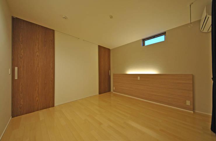 音楽室のある家: エヌスペースデザイン室が手掛けた寝室です。