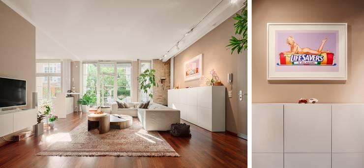 Wohnzimmer:  Wohnzimmer von BERLINRODEO interior concepts GmbH