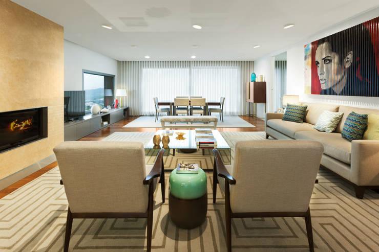 Family Room: Salas de estar  por Ana Rita Soares- Design de Interiores