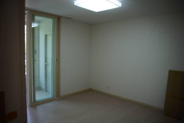 수완진 아리채3차 Before: 유노디자인의  침실