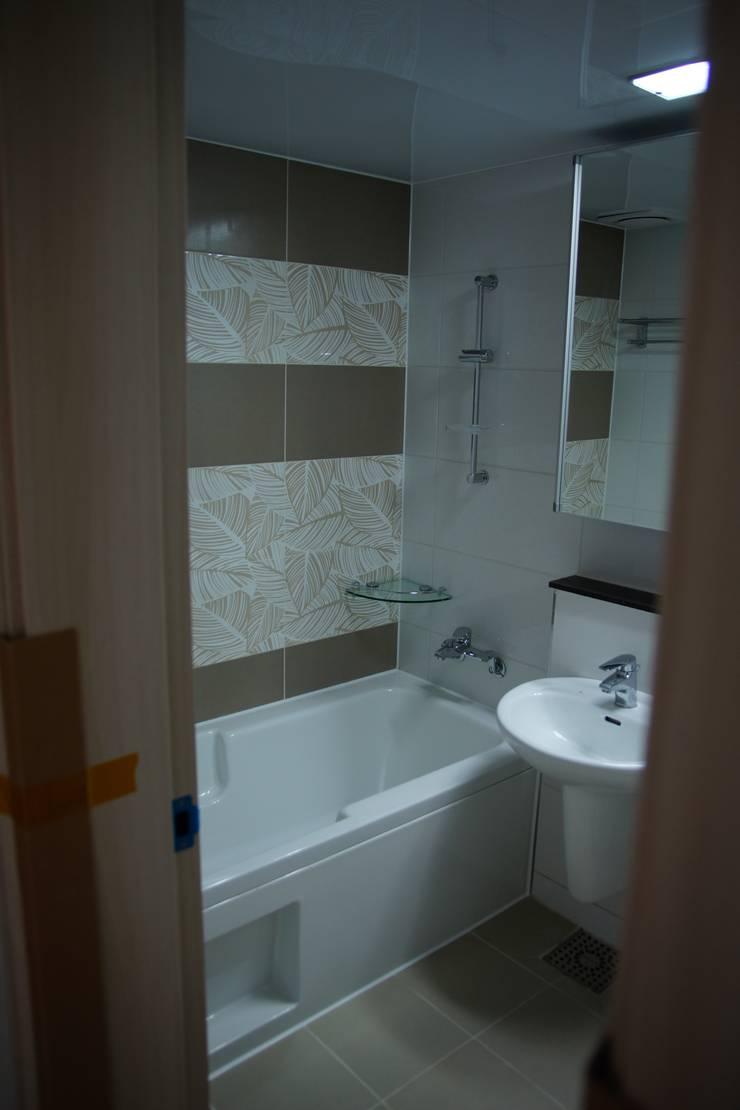 수완진 아리채3차 Before: 유노디자인의  욕실,모던