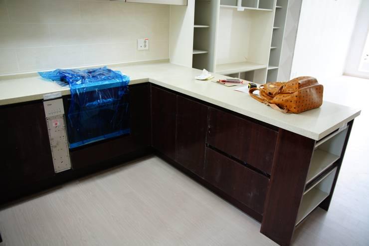 modern Kitchen by 유노디자인