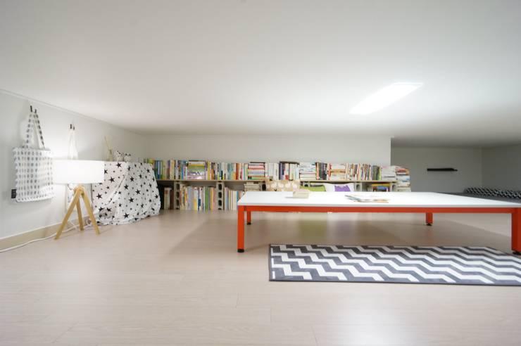 Projekty,  Pokój dziecięcy zaprojektowane przez 유노디자인